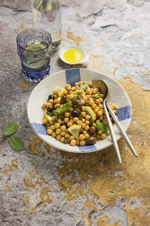Insalata di ceci con olive taggiasche e limone