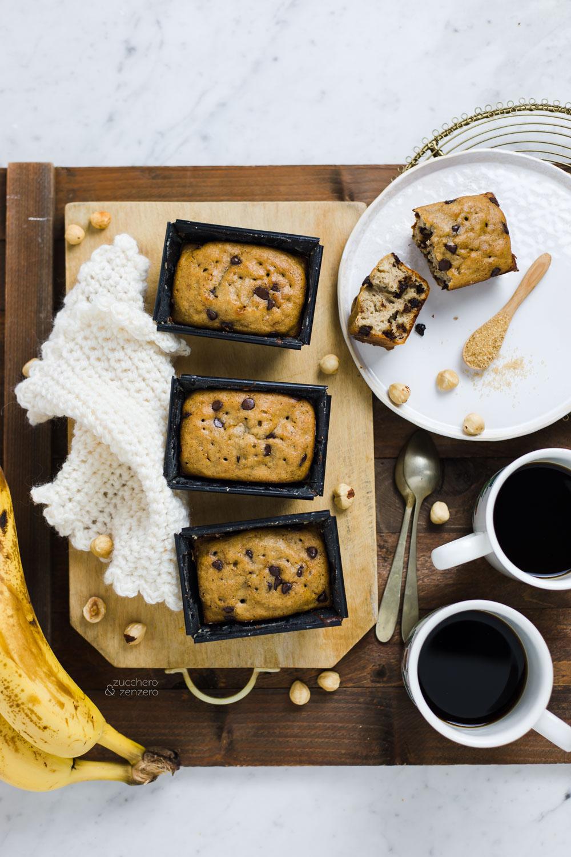 plumcake alla banana con gocce di cioccolato e nocciole