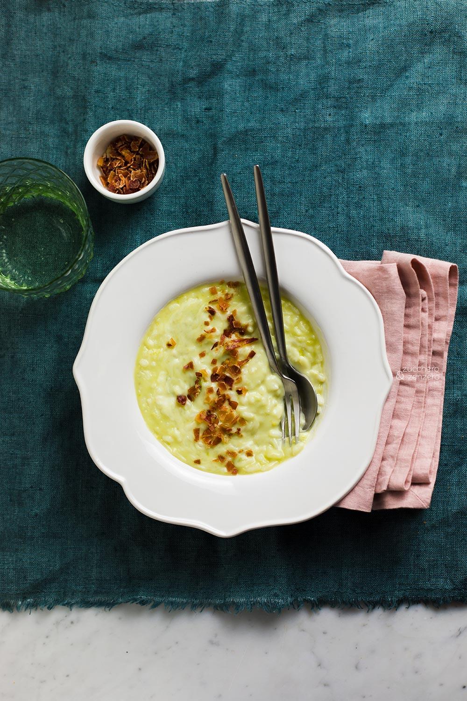 risotto con fave, caprino e prosciutto croccante